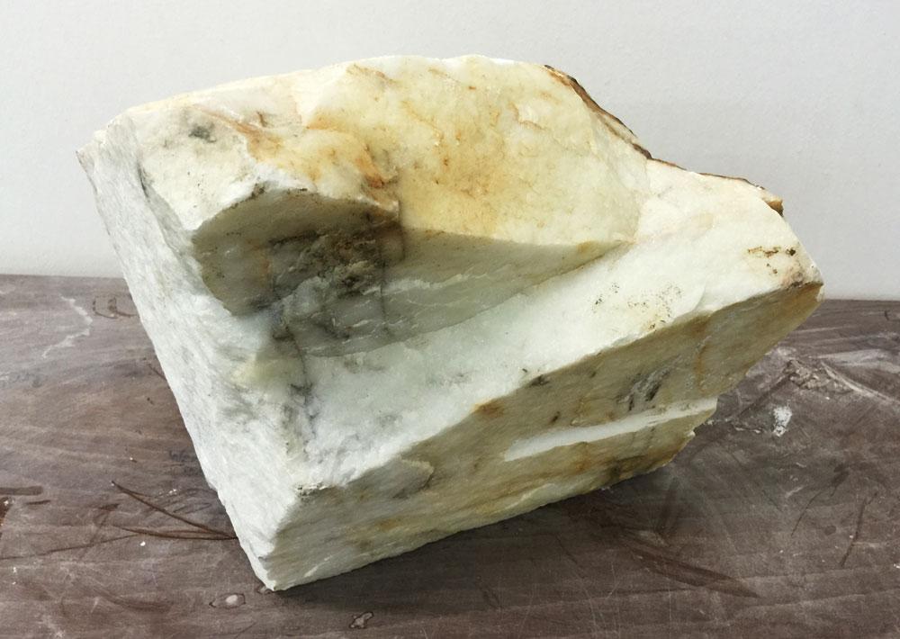 Marmor Stein unbehauen im Orginalzustand