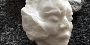 Bildhauerarbeiten in Marmor
