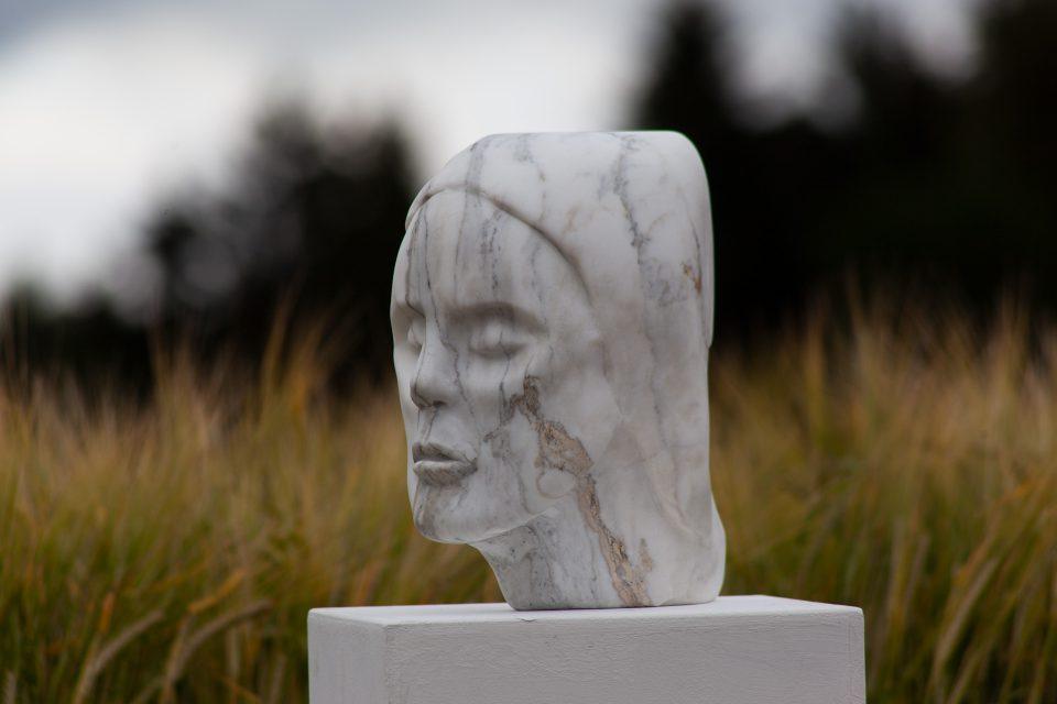 Skulptur von Hanna Gigling - Marmor